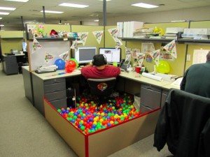 Funny Image: Cubicle Full of Balls